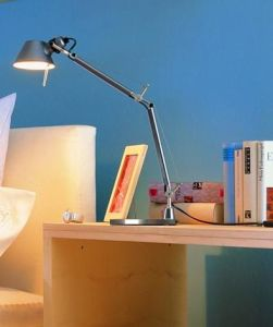 Modern Table Lamp/Simple Desk Lamp pictures & photos