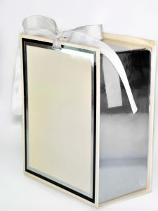 Cardboard Gift Packaging Box Printing with Silk Handle pictures & photos