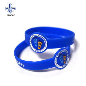 Fashion Rubber Bracelet Band Silicone Wristband with Debossed Design pictures & photos