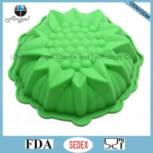 "Holiday Medium Size 3D Flower Silicone Muffin Baking Pan Sc55 (9"")"