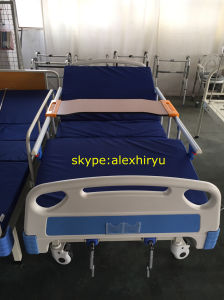 Hot Best-Selling Hospital Bed Medical Bed Manual Bed Two Crank pictures & photos