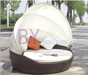 Outdoor PE Rattan Sun Beach Disassemble Daybed with Cushion pictures & photos