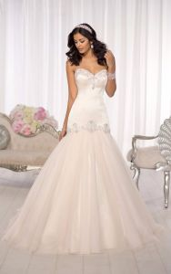 2017 New Bridal Formal Gowns Strapless Simple Wedding Dress Ya109 pictures & photos