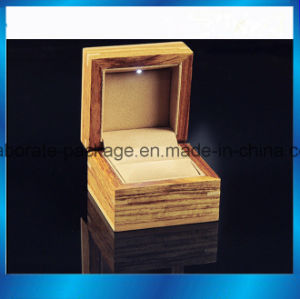 Luxury Hardwood Packing Ring Box Jewelry Package Wooden Box pictures & photos