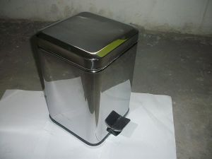 Stainless Steeel Dustbin with Pedal (71100)