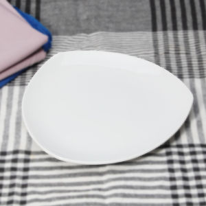 Low Price and High Quality Ceramic Restaurant Triangle Plates pictures & photos
