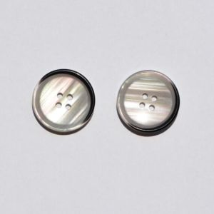 Garment Clothing Apparel Black 4 Holes Resin Button pictures & photos