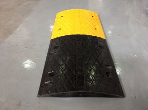 Best Quality Yellow and Black Rubber Speed Bumps pictures & photos