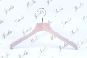 Anti Corruption Notched Deluxe Wooden Hanger Ylwd84030-Ntln1 for Branded Store, Fashion Model, Show Room pictures & photos