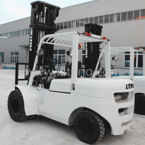 China 5 Ton Diesel Forklift with 7m Mast pictures & photos