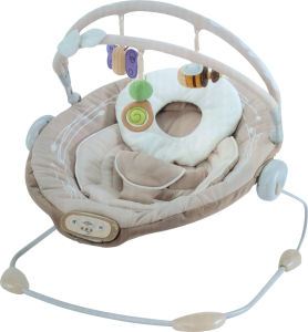 Adjustable Cradle & Soothe Soft Baby Bouncer/ Rocker with Music and Vibration Certification Baby Trace Brand 63524 pictures & photos