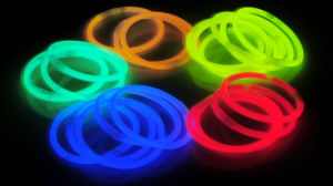 Single Color 12 Pieces Glow Bracelets (SZD5200/12) pictures & photos