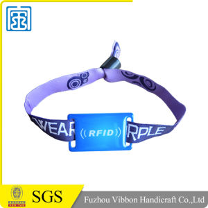Competitive Price Factory Supply Promotional RFID Silicone Wristbands pictures & photos