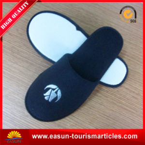 Hotel Slipper with Blue Color $ Customer′s Logo pictures & photos