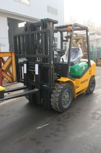 Side Shifter Four Wheel 3ton Diesel Forklift Truck pictures & photos