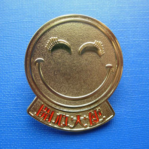 Promotion Metal Badge, Smile Image Engraved Emblem (GZHY-LP-016) pictures & photos