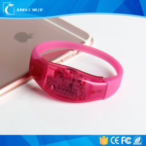 2017 Hot for Concert Wholesale China Controlled LED Bracelet pictures & photos