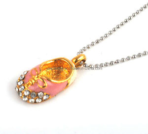 Fashion Baby Shoe Gold Plated Pendant Necklace (1105112)