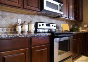 Kitchen Furniture Solid Wood Dark Cherry Kitchen Cabinets (DC22) pictures & photos