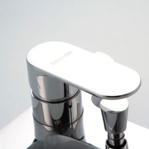 Contemporary Brass Bathtub Faucet with Chrome Finsih pictures & photos