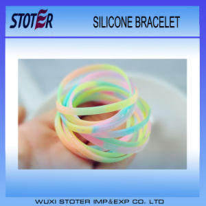 Hot Silicone Bracelets/Silicone Wristband pictures & photos