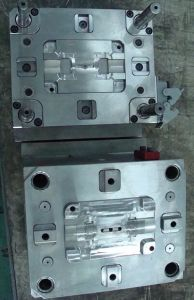 Injecting Plastic Mould for Autoparts/Tool Maker pictures & photos