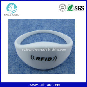 Long Range Reading UHF Rewritible RFID Bracelet pictures & photos