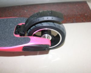 Carbon Fiber Light Escooter with Front Light Easy Foldable Lme-250c pictures & photos