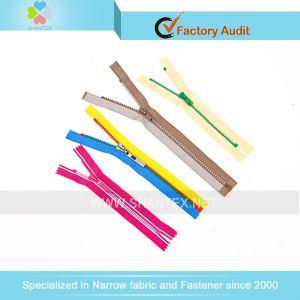 No. 3 Plastic Zipper pictures & photos