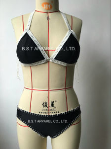 Sexy Ladies Hand-Made Crochet Two-Piece Bikini Swimwear (QG-6185-2M) pictures & photos