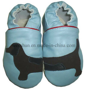 Dog Pictures Baby Leather Shoes 8804 pictures & photos