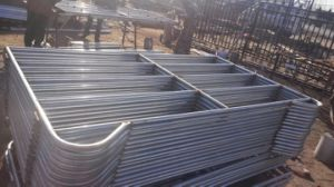 Iron Pipe Welded with PVC Coated Livestock Fence pictures & photos