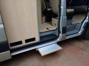 CE Automatic Truck Step for Truckand Caravan Ladder pictures & photos