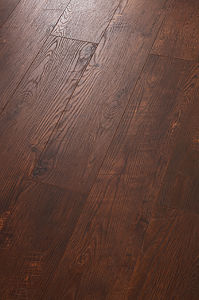 Laminated Floor HDF Embossed-in-Register E1 AC3 pictures & photos
