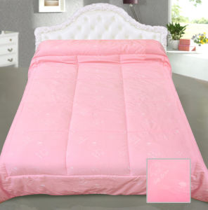 Winter Warm Quilt Peach Colour Comforter pictures & photos
