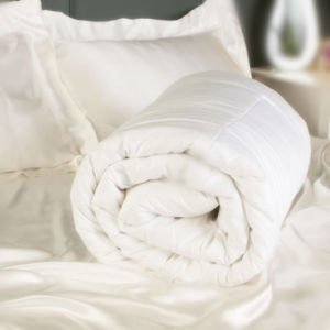 Luxurious White Silk Comfortable Bedding Quilt