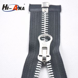 SGS Proved Products High Quality Golden Metal Zipper pictures & photos