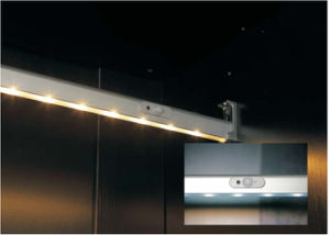PIR Sensor LED Cabinet Light or Wardrobe Light for Hanging Rod with Battery pictures & photos