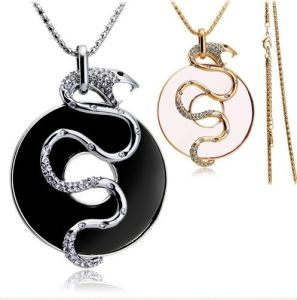 2013 Rhinestone Snake Circle Necklace Jewelry (NSL2974)