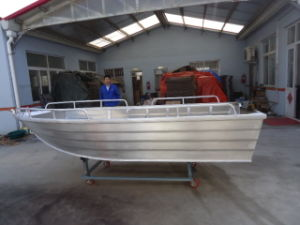 Beautiful Aluminum Alloy Boat Fishing Boat in Sea pictures & photos
