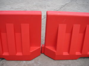 2 Meter Plastic Road Barrier Water Filled Barrier pictures & photos