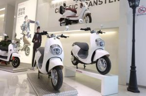 2016 New Design Two Wheel E Scooter Electric Mobility Scooter pictures & photos