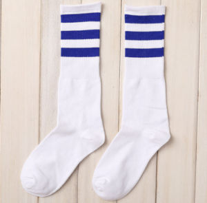 Factory Fashion Leisure Striped Cotton Football Couples Stockings Socks pictures & photos