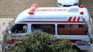 Professional Supplier Rhd 2WD Middle Roof Ambulance with Gasoline Engine pictures & photos