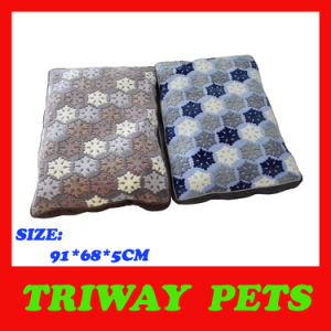 Soft Comfortable Coral Velvet Dog Cushion (WY161096) pictures & photos