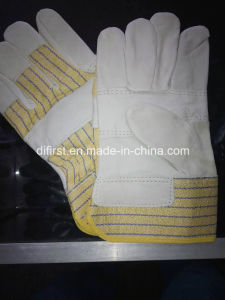 Yellow Palm Gloves with Leather pictures & photos