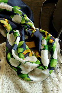 OEM Flower Pattern Silk Scarf pictures & photos