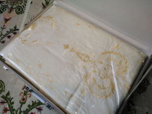 Full Embrodiery, Warm Yellow 5 Pieces Bedding Set pictures & photos