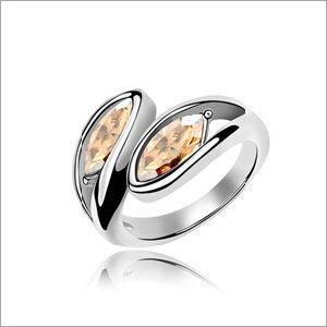 VAGULA Couple Leaf Rhinestone Fashion Wedding Ring pictures & photos
