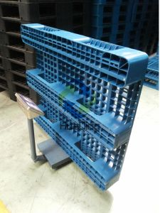 Plastic Pallet with 3 Runners Bottom, Closed Deck, pictures & photos